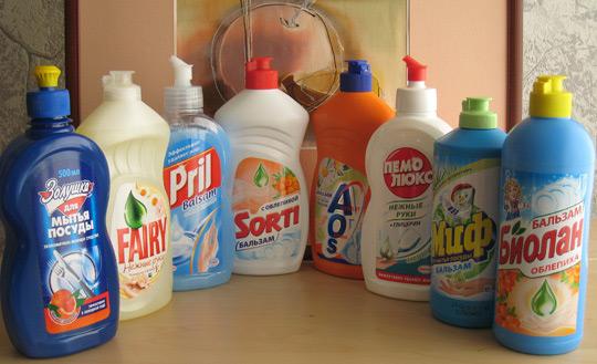 Кафель можно мыть обычным средством для мытья посуды