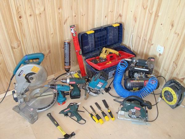 Инструменты, необходимые для монтажа двери