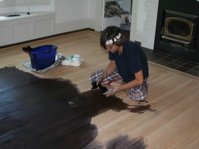 Дисперсионные акриловые краски позволяют деревянному полу «дышать»