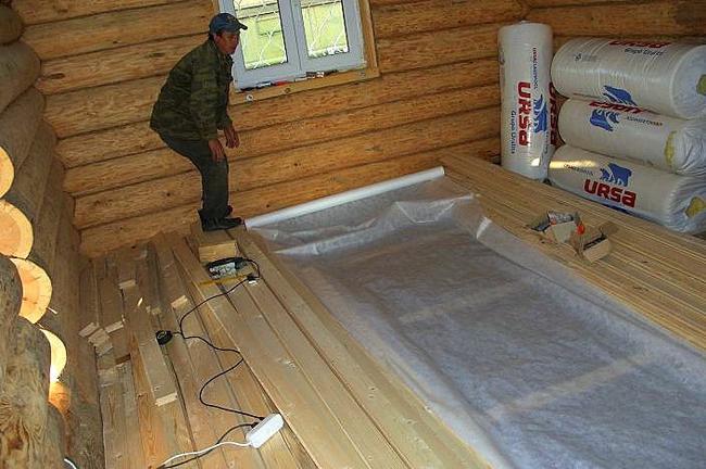 Гидроизоляцию деревянного пола можно делать на любом этаже