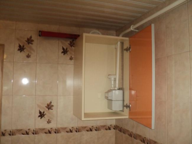Газовый счетчик можно спрятать в кухонный шкафчик