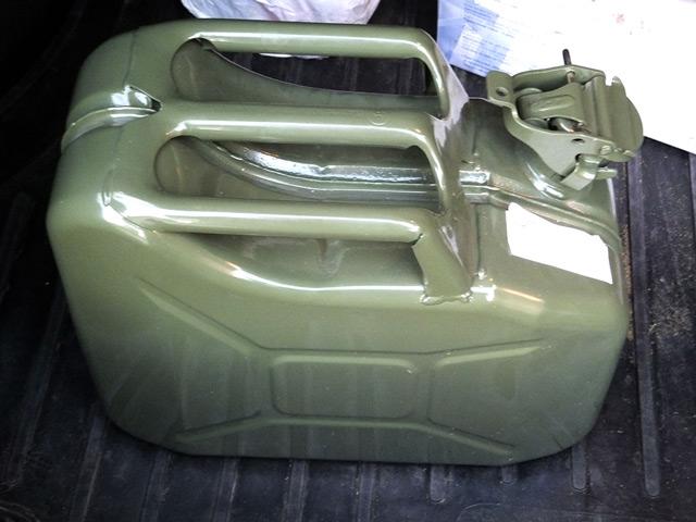 Используйте бензин, чтобы избавиться от следов обувного крема