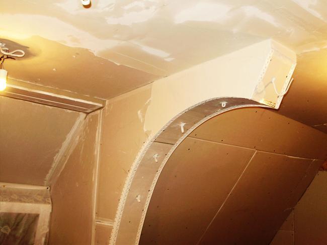 С целью усиления краев проема в стене наиболее часто используется декоративные и перфорированные Г-образные профили