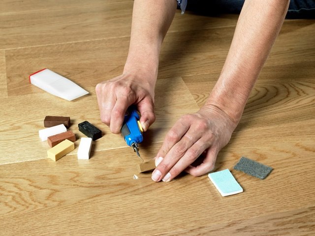 Если вздулся ламинат плохого качества, локальным ремонтом не обойтись