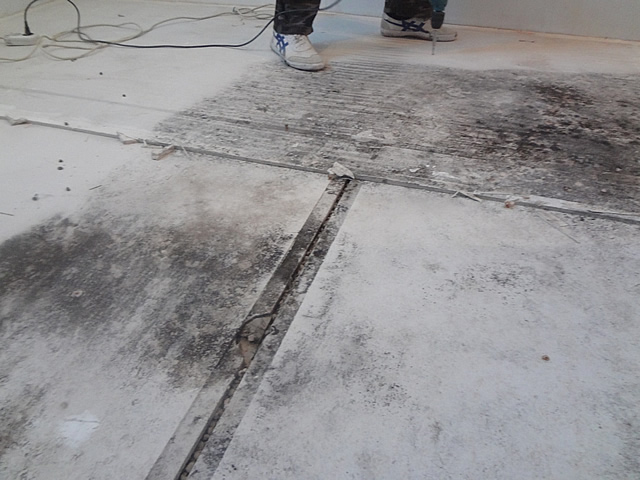 При расчете материалов не забывайте про возможные перепады и стыки в полу