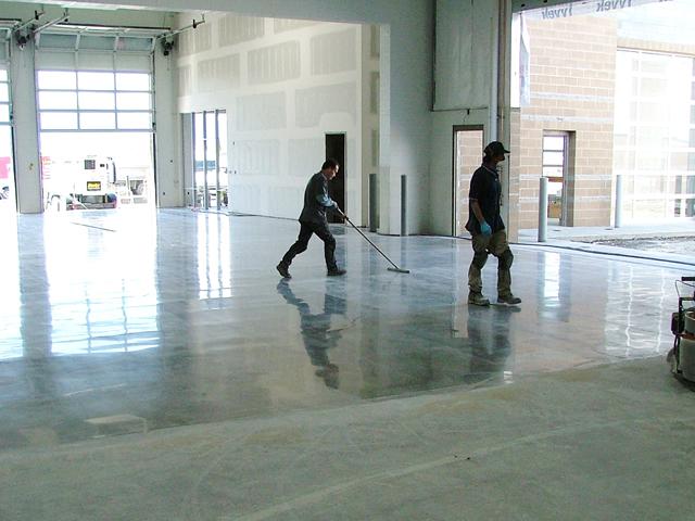 Эпоксидные краски подойдут для бетонных полов на открытом пространстве