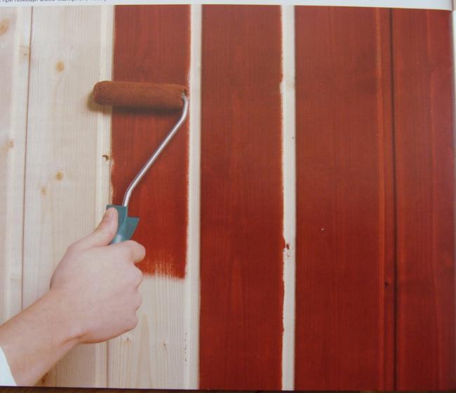 Деревянное покрытие необходимо пропитать антисептической и противогрибковой жидкостью