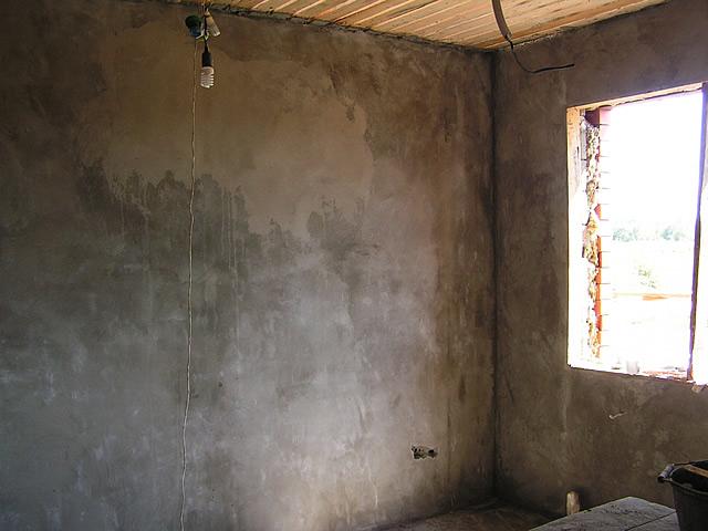 После удаления побелки дайте стенах высохнуть в течение суток