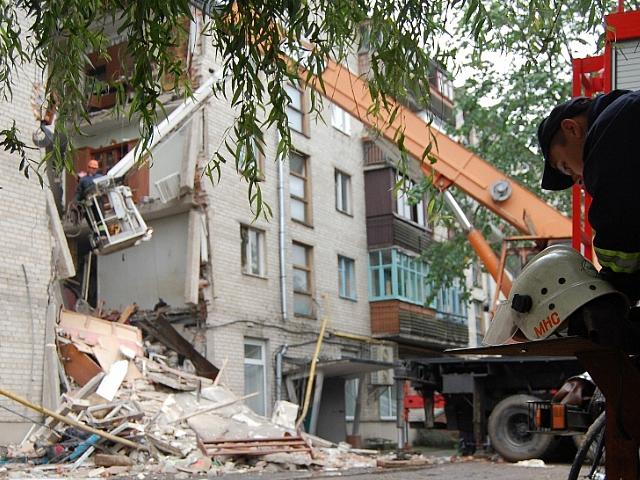 Разрушение несущей стены запрещено и очень опасно
