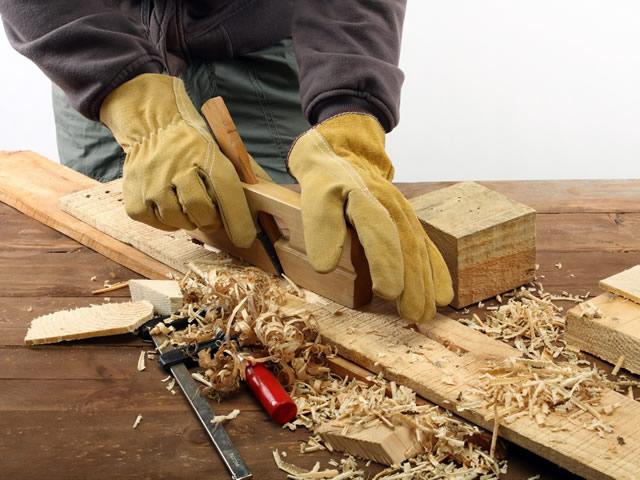 Не надо менять весь деревянный пол, если он скрипит в каких-то местах