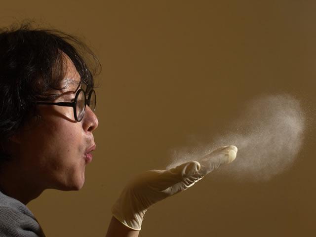 Пыль может быть основной причиной шероховатости паркета после нанесения лака