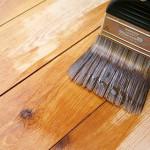Перед покраской деревянного пола убедитесь, что его можно красить
