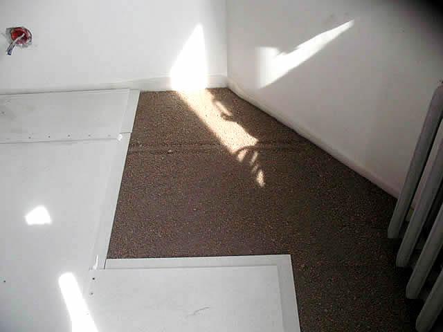 Сухая стяжка весит в несколько раз меньше от цементно-песчаной