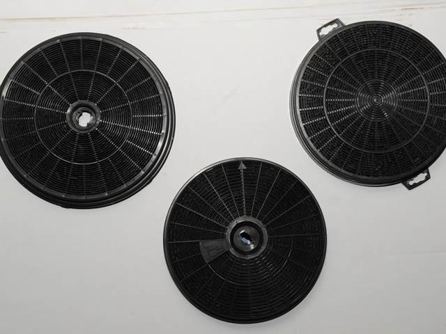 Угольные фильтры в вытяжках подлежат замене каждые полгода