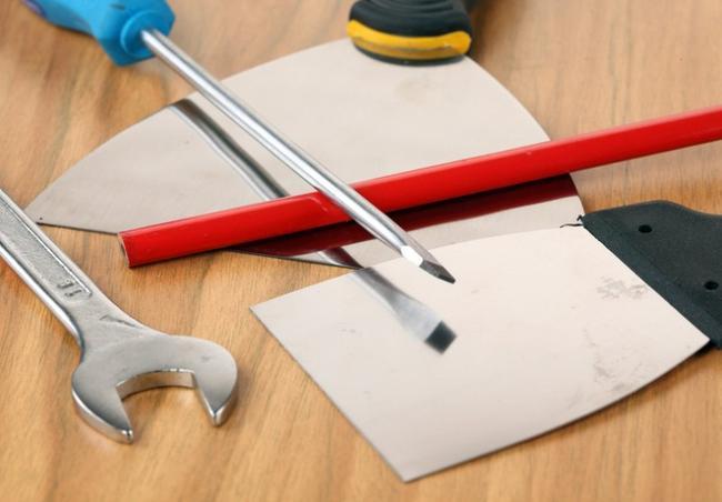Для выравнивания углов понадобятся шпатели разных размеров