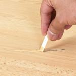 Восковый карандаш – эффективное решение против царапин на ламинате