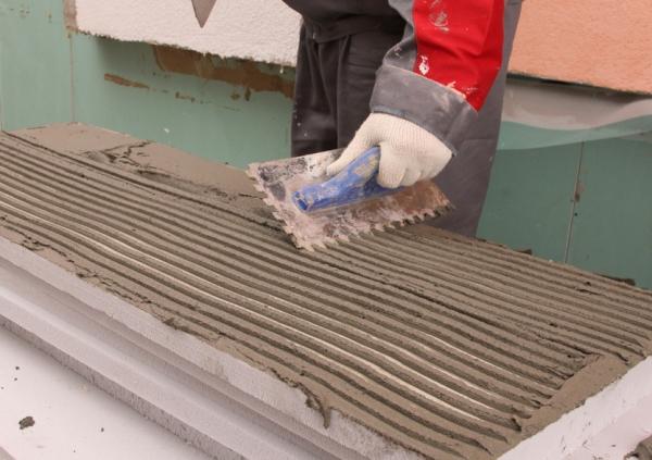 Нанесения сухой смеси на пенопласт