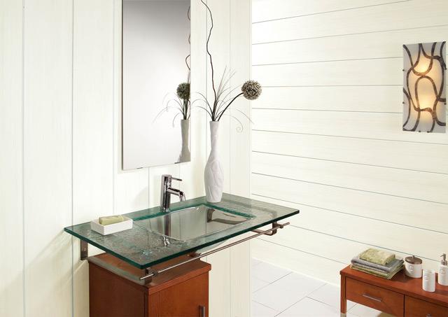 Пластиковые панели – неплохой материал, устойчивый к влажной среде в ванной