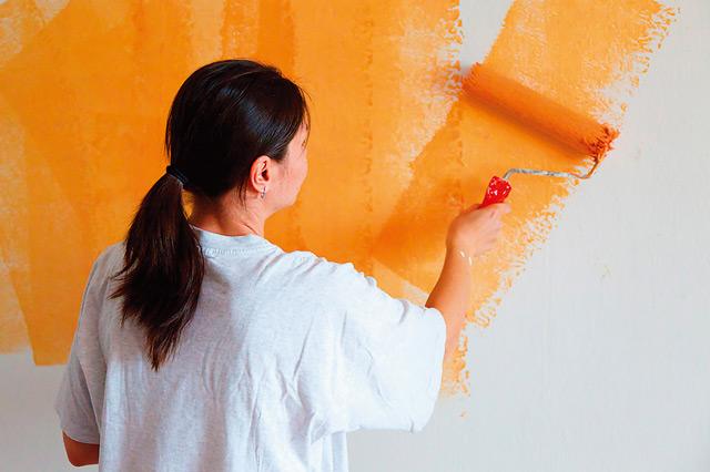 Использование валика для покраски – это удобно и практично