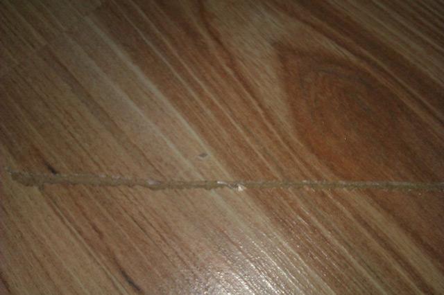 Для устранения повреждений на ламинате не обязательно затевать масштабный ремонт
