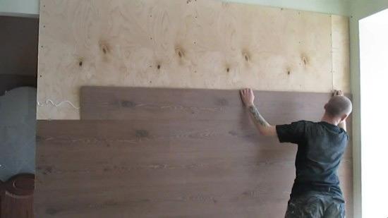 Выбор способа укладки ламината на стену зависит от наличия дополнительной фиксации