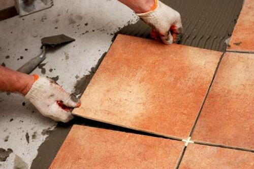 Укладка плитки на бетонный пол