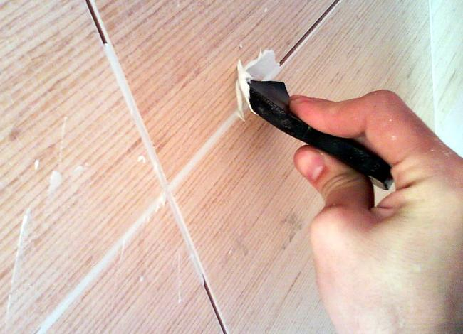 Сколы на плитке можно убрать без ее замены
