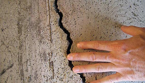 Щели и трещины могут появляться по различным причинам