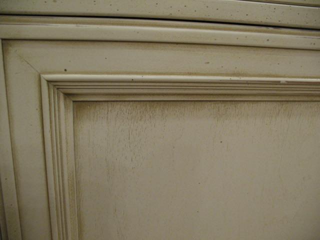 Перед покраской убедитесь, что на поверхности нет трещин и сколов