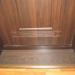 Порог входной двери является не только украшением, но и важным элементом обустройства дверной коробки
