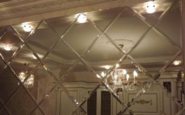 Зеркальная плитка прекрасно дополняет любой интерьер