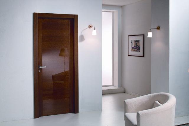 Лакированная дверь в интерьере