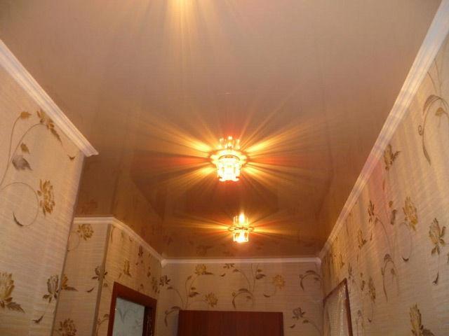 Натяжной потолок с потолочным плинтусом