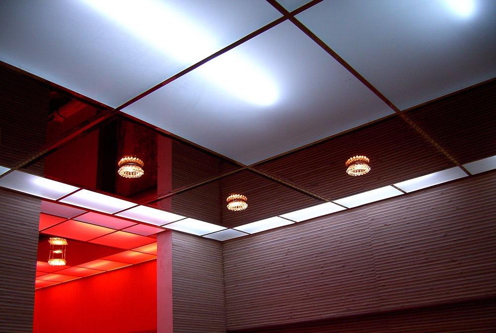 Для офиса или другого учреждения лучше выбрать потолок кассетного типа