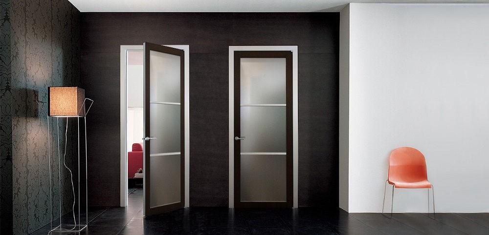 Традиционным выбором являются распашные двери