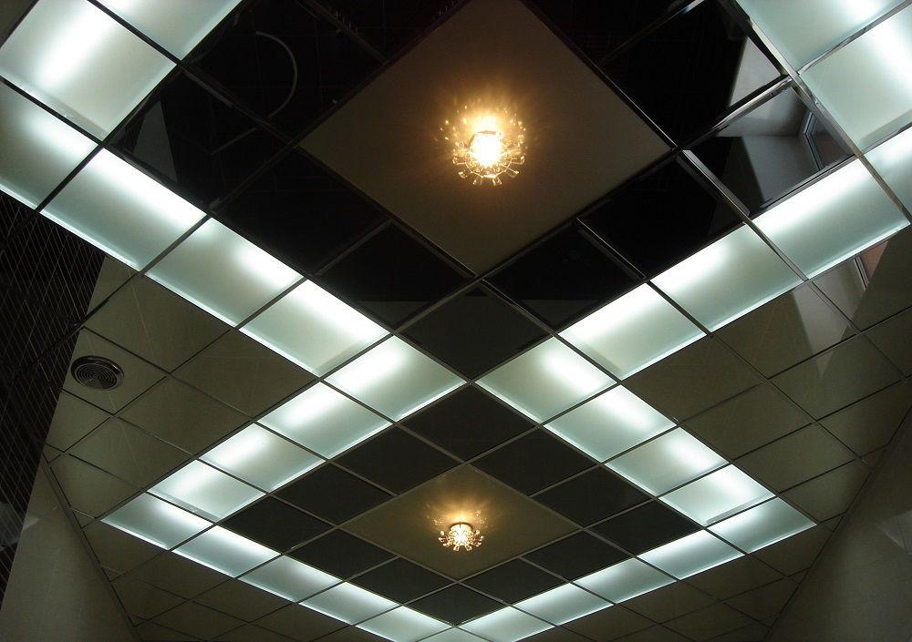 Перед тем, как установить подвесной потолок, нужно выбрать подходящий вариант