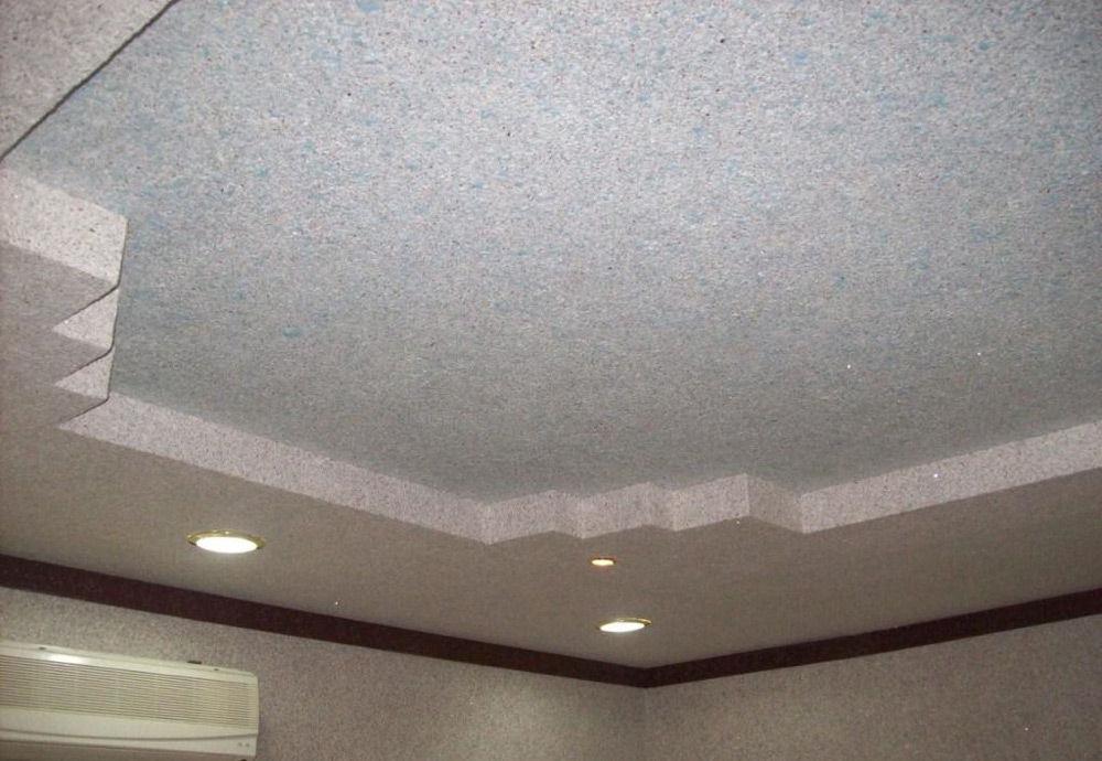 Потолок, покрытый жидкими обоями