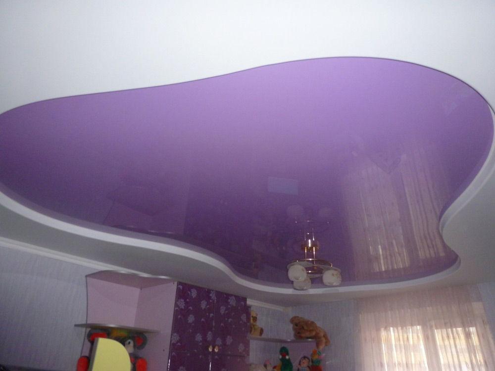 Потолок фиолетового цвета