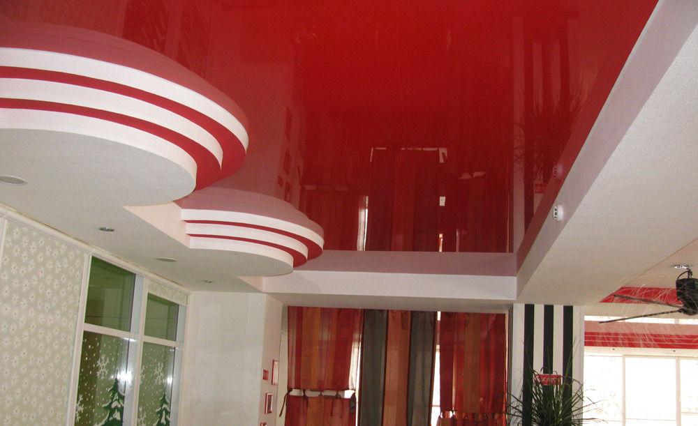 Потолок красного цвета
