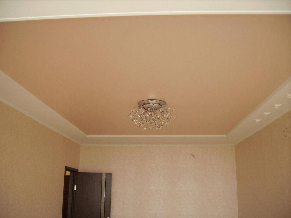 Потолок, окрашенный акриловой краской