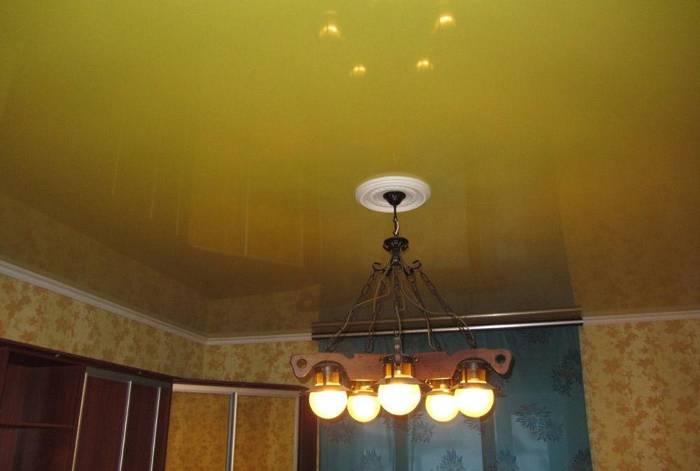 Потолок жёлтого цвета