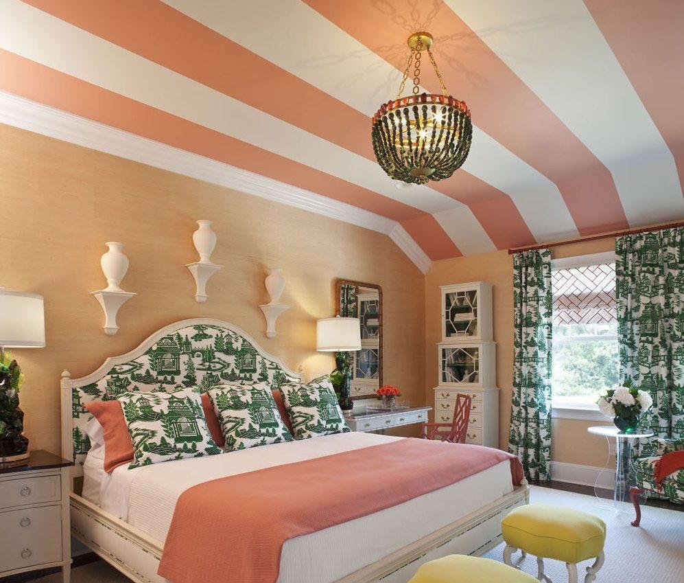Потолок разных цветов