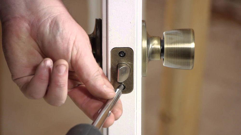 Снятие дверного замка