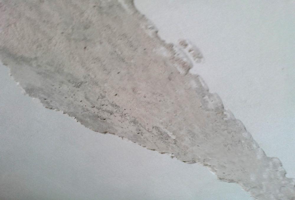 Снятие побелки с потолка