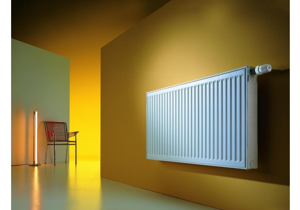 Радиатор отопления на стене