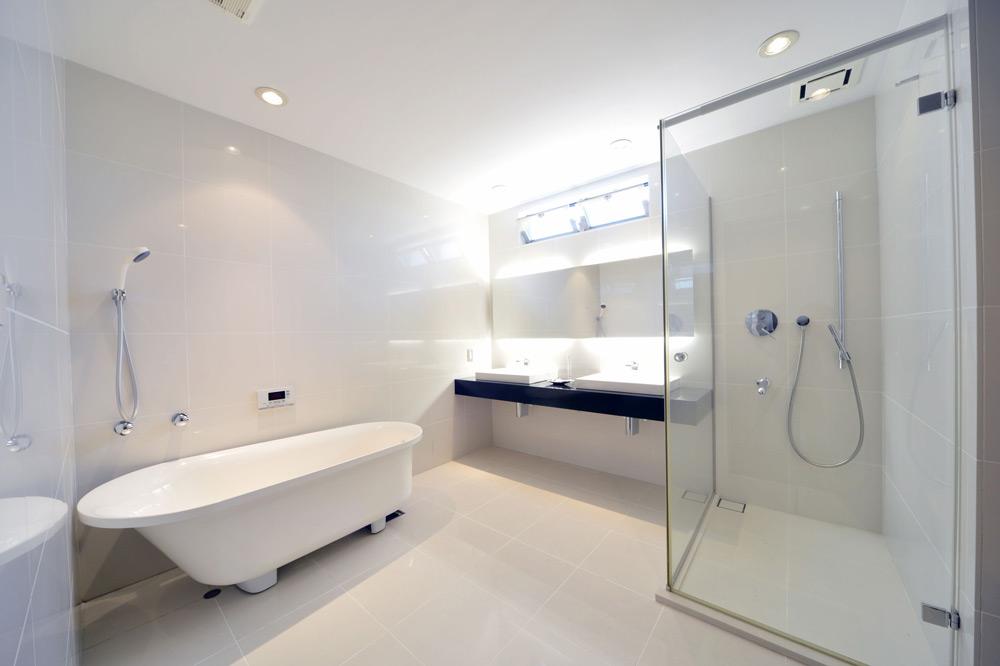 Ванна и душевая кабина