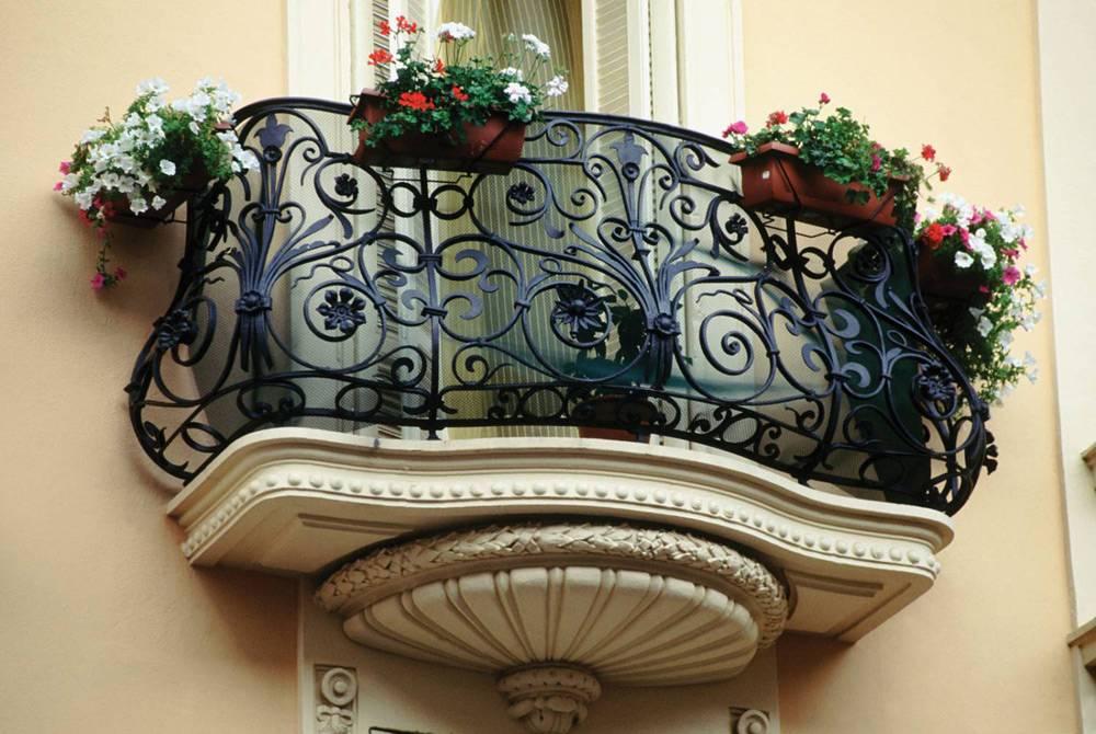 Украшение французского балкона