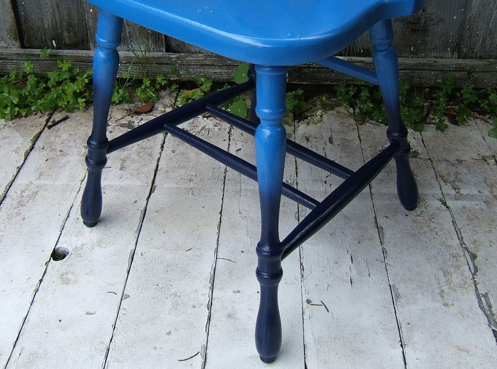 Окрашенный стул