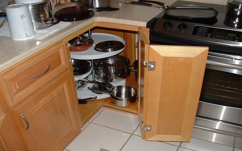 Практичный шкафчик на кухне