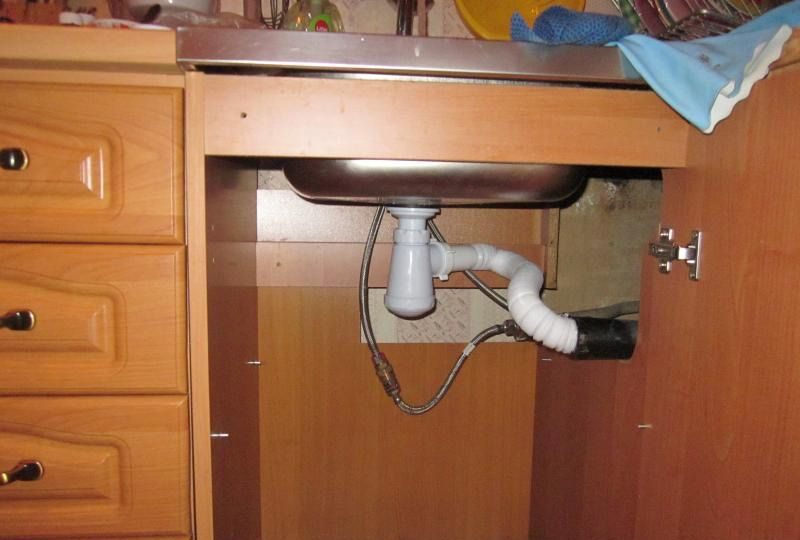 Сифон под раковиной